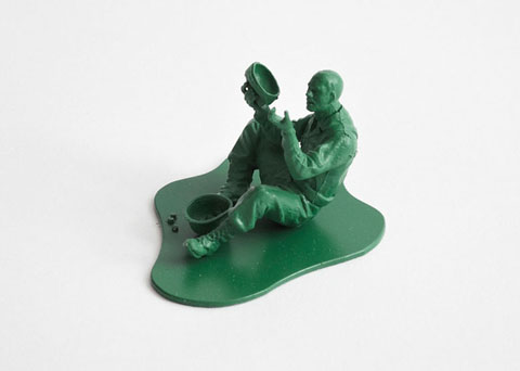 http://2.bp.blogspot.com/-UncAFm8hjaw/Tzc8l9Itt5I/AAAAAAAALYE/4MnHQqLf45g/s1600/Dorothy_0025d-Casualties-of-War-Toy-Soldiers-.jpg