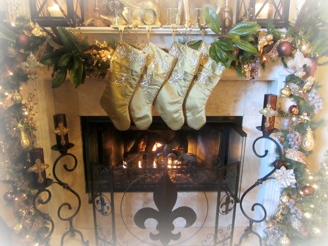 A Very Southern Christmas Mantel (Click photo to read more)