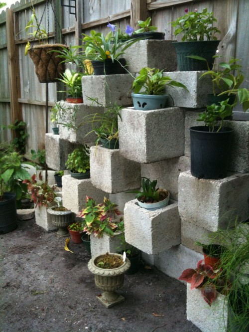 C a y l a w r a l cinder block garden design for Garden planter ideas