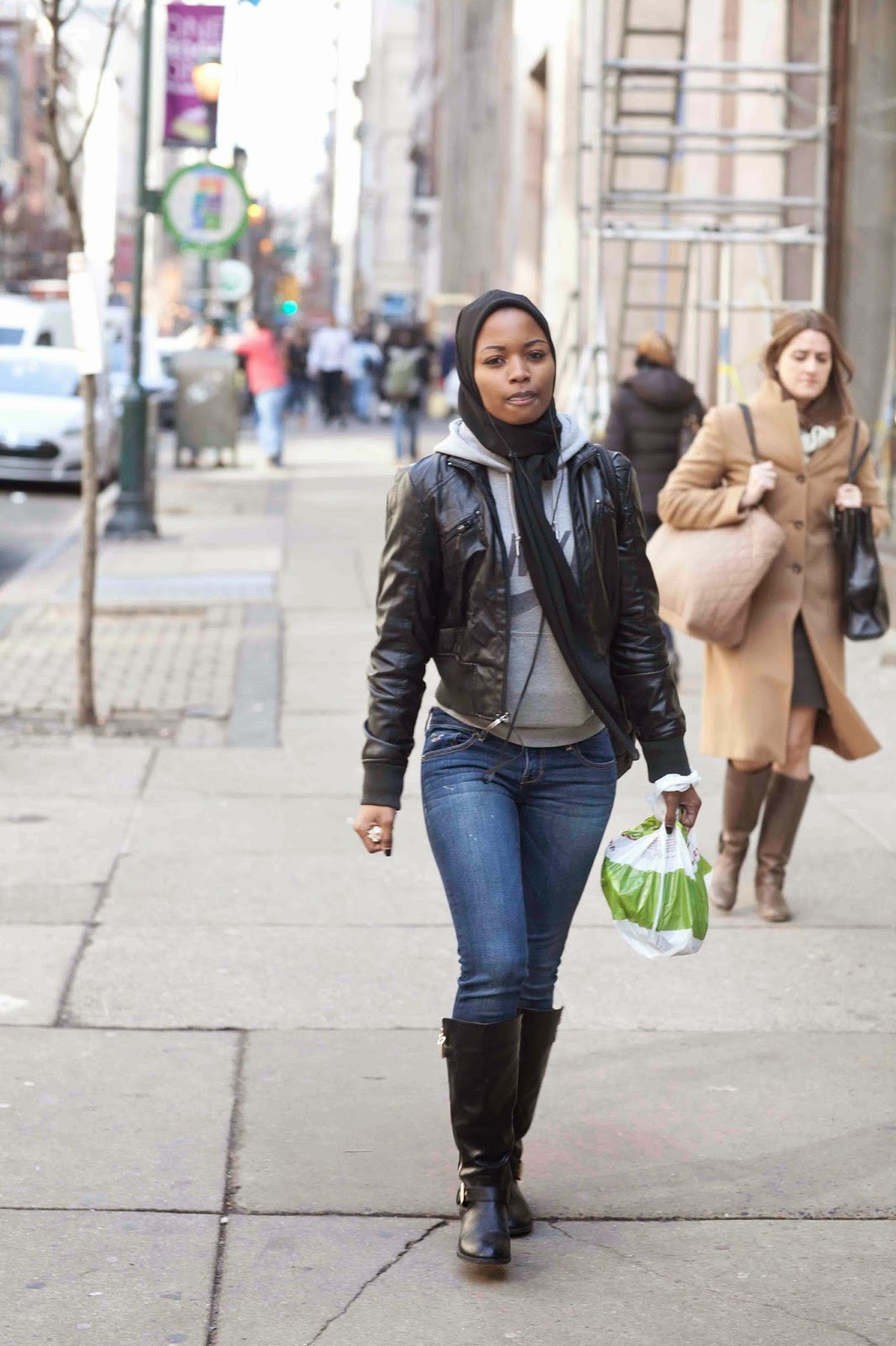 Leather jacket hijab - Posted By Bigrube Street Style Gazing At 8 44 00 Am