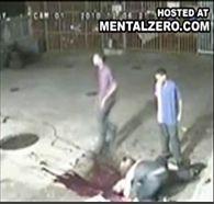 Homem morto na frente da namorada