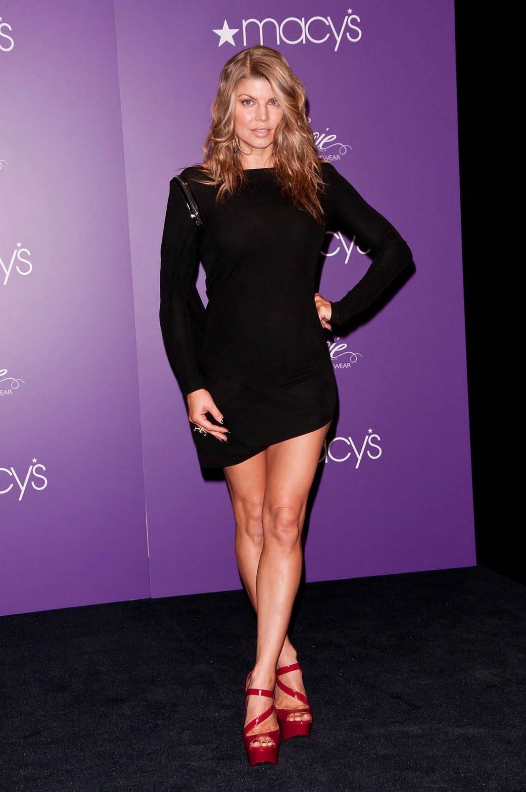 http://2.bp.blogspot.com/-UoMzL17FWPk/TbjF1ESjqHI/AAAAAAAAAKQ/KasKMOeKgUw/s1600/fergie_lbd_heels1.jpg