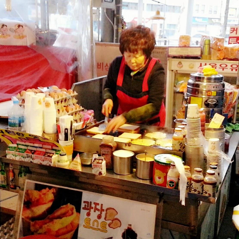 Traditional Gwanjang Market | www.meheartseoul.blogspot.com