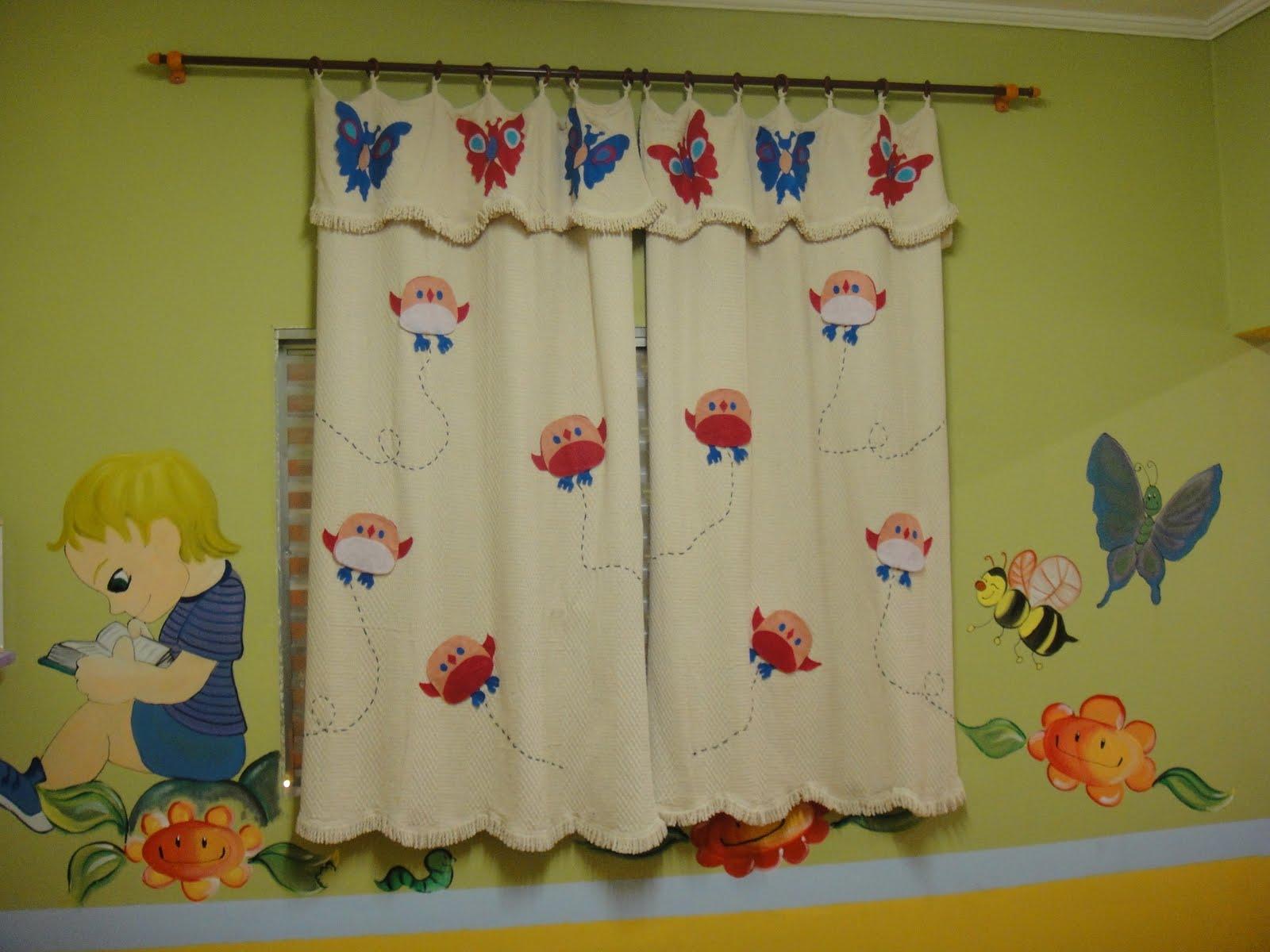 Escolinha bem cuidada desenhos pinturas e decora o for Cortinas para aulas