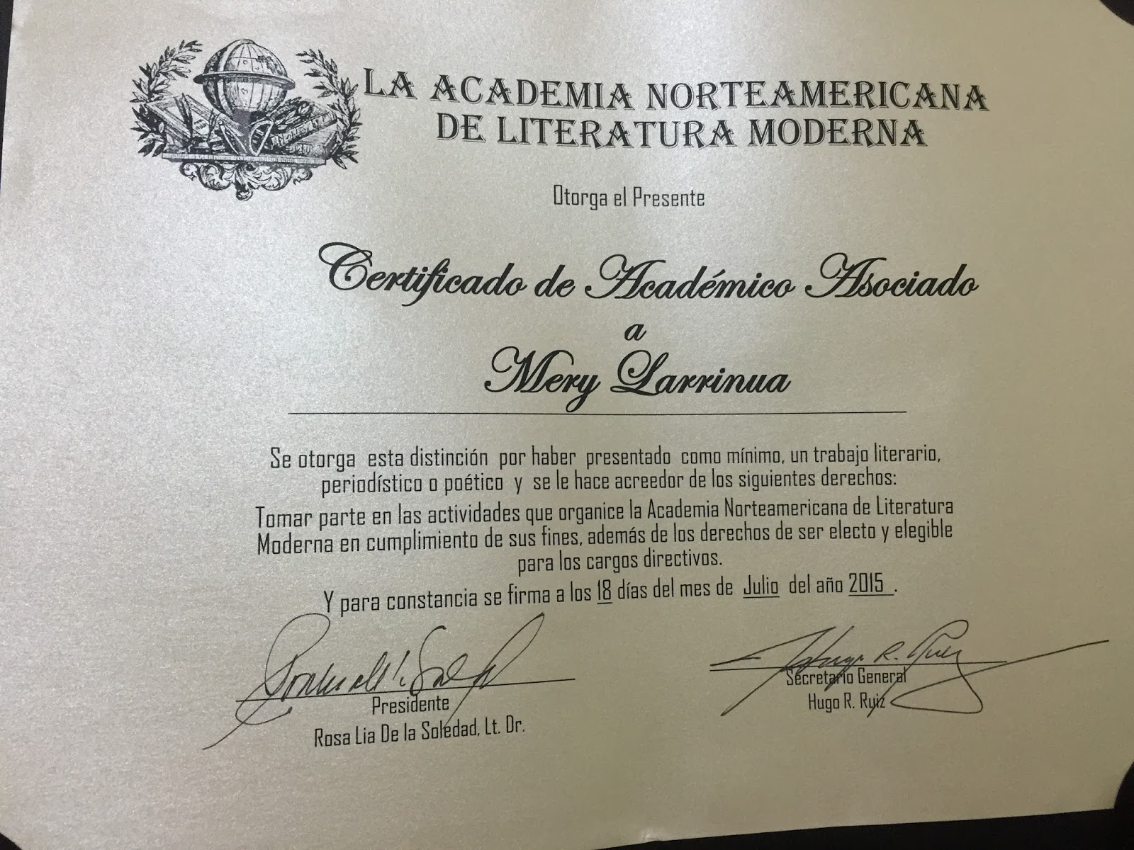 Miembro: Academia Norteamericana de Literatura Moderna