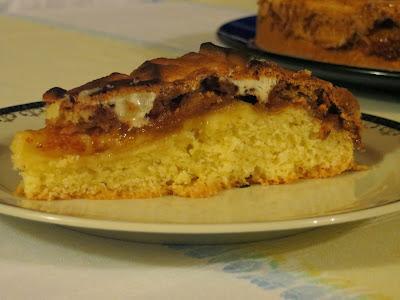 Torta meringata al baylis, con marmellata, amaretti e cioccolato