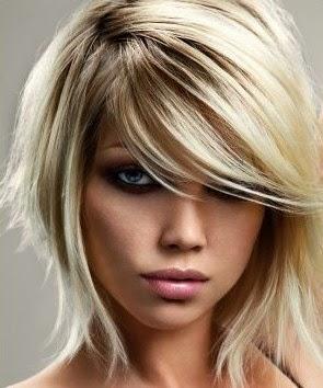 Taglio capelli lunghi con frangia di lato