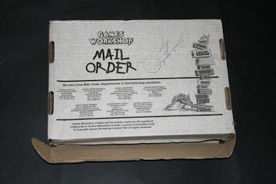 Trasera de la caja postal de Games Workshop 12x18,5x4,5 cm