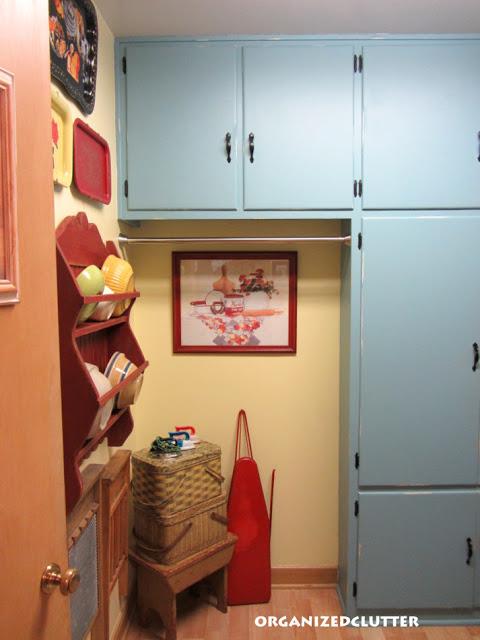 Vintage Laundry Room Decor www.organizedclutterqueen.blogspot.com