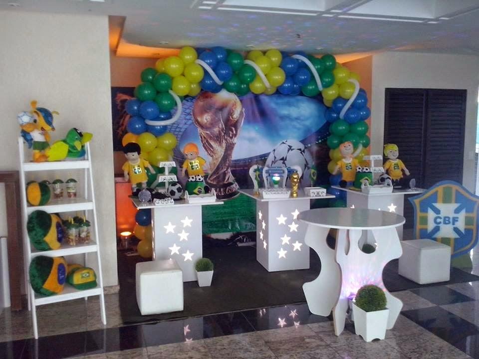 Decoração de festa infantil para aniversário com o tema da Copa do Mundo