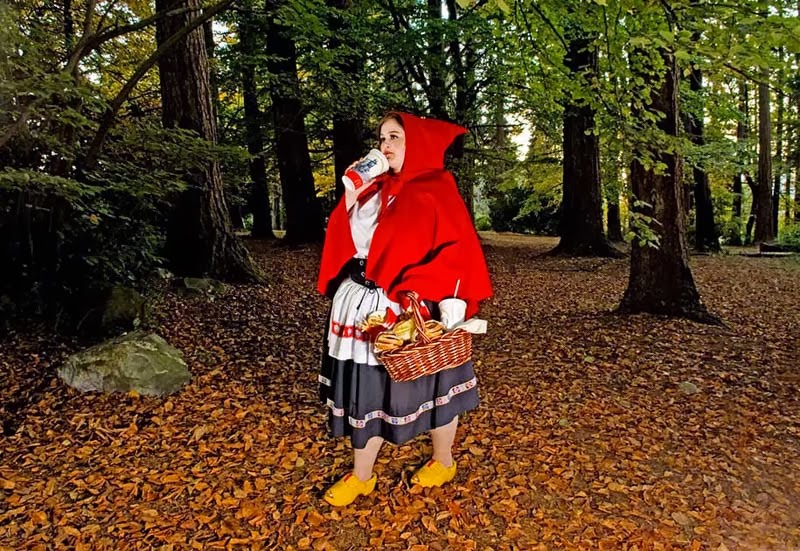 Dina Goldstein, Fallen Princesses, Red Riding Hood, Caperucita Roja