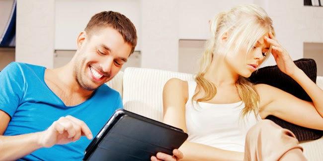 6 Kebiasaan Pria Yang Menjengkelkan Bagi Wanita