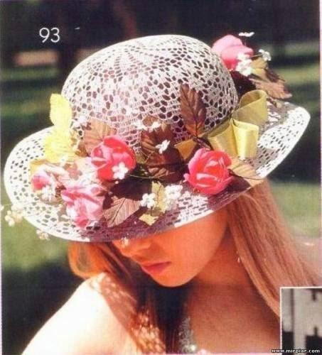 Sombrero crochet decorado con cintas y flores