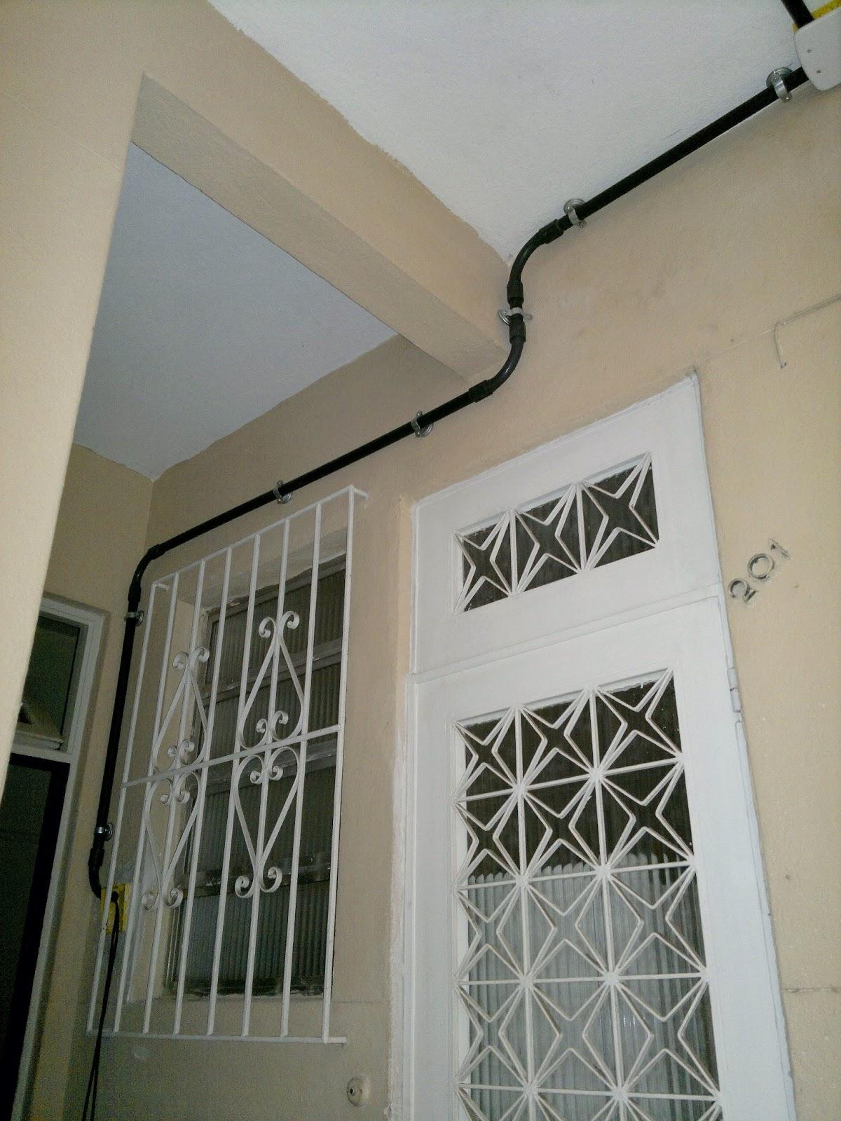 #766B55 Finalmente cheguei na janela ao lado da cozinha cujo quadro de luz  682 Janelas Pvc Ribeirao Preto
