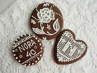 Gallega chocolate decorada Lace y Brush Embroidery
