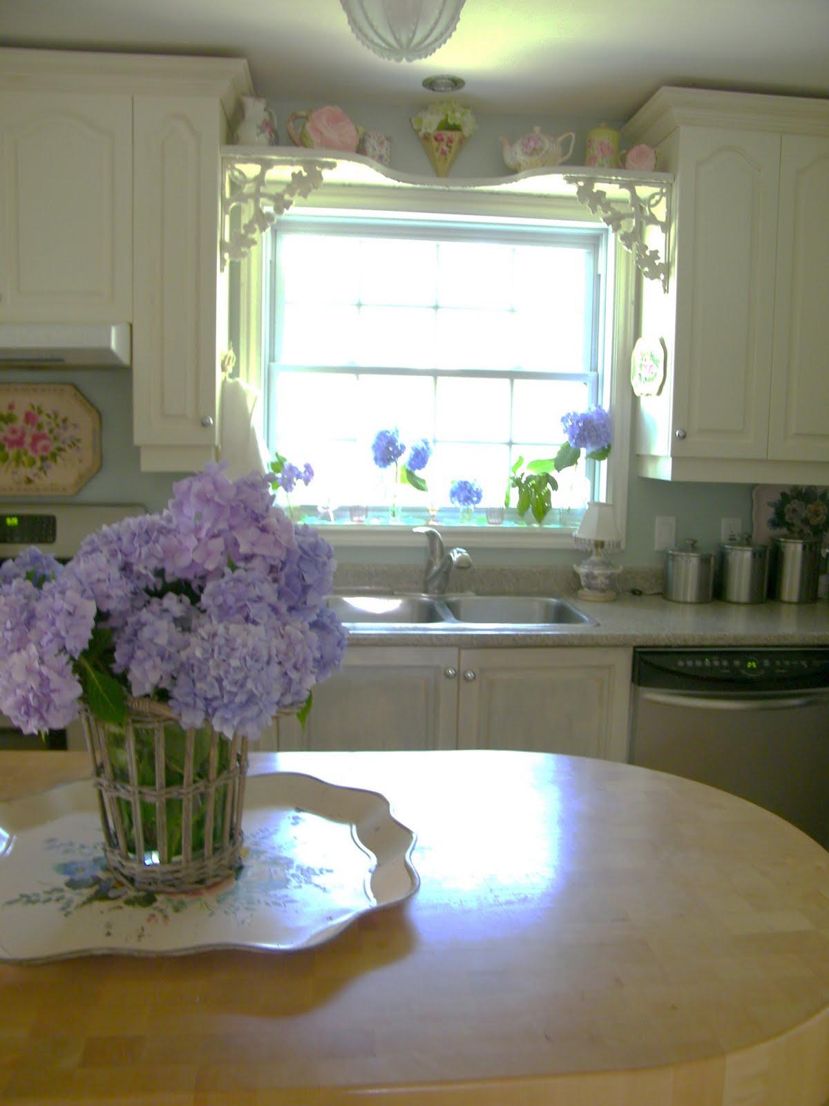 Maison Decor Blue Hydrangeas And Pink Glass