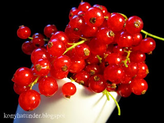 redcurrant-in-a-white-mug
