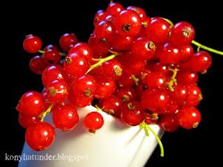 redcurrant-in-a-white-mug