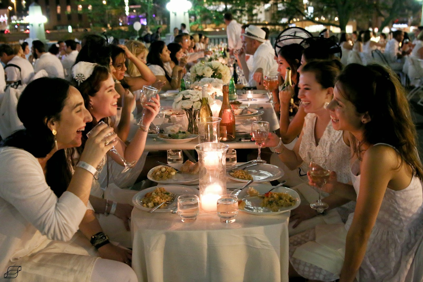 The world 39 s largest secret dinner party le diner en blanc for Secret dinner party