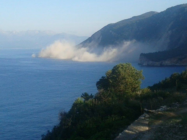 Φωτογραφία από σημερινή κατολίσθηση στην Ιθάκη. Πηγή: northithaca.blogospot.gr