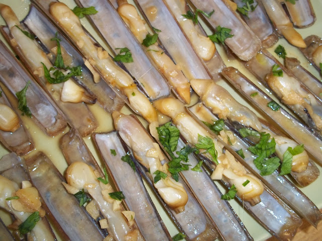 Navajas muergos a la plancha con reducci n de vino fino for Como cocinar conchas finas