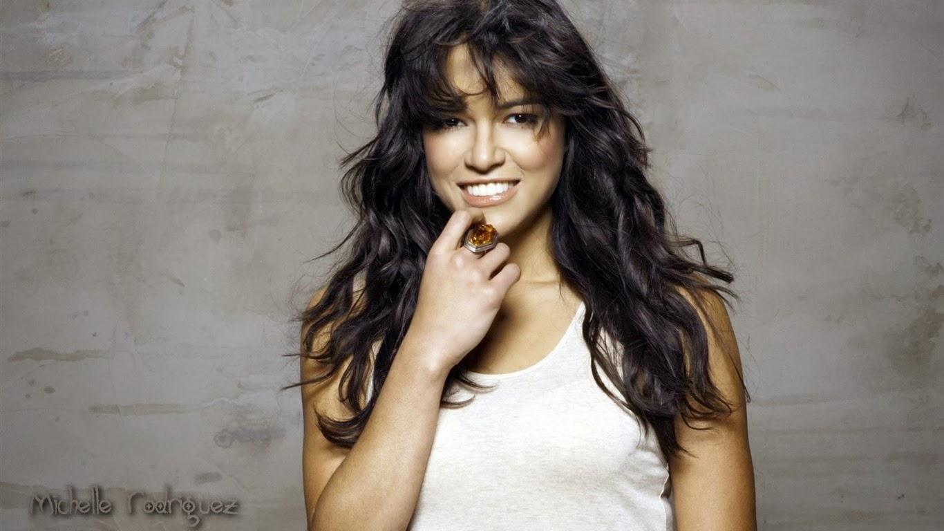 Michelle Rodriguez Smiling 4