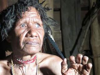potong jari kebudayaan suku dani papua irian jaya