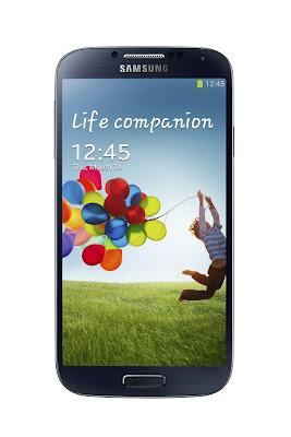 El Nuevo Samsung Galaxy S4, denominado como el compañero de tu vida e inspirado en la gente de todo el mundo, donde podrás experimentar la vida sin límites, tiene el mismo diseño del Galaxy S3 y Note 2, donde destaca los bordes ultrafinos y esquinas redondeadas recubiertos de una carcasa de policarbonato con el clásico botón Home, pero que viene con grandes cambios a nivel de hardware y software. Entre las novedades de Hardware del nuevo buque insignia de Samsung para este año tenemos: Pantalla de 4.99 pulgadas SuperAMOLED con resolución Full HD 1080×1920 (1080p) con 441 ppi y protección