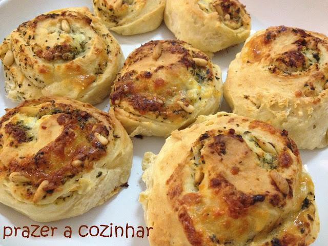 prazer a cozinhar - enroladinhos de pesto e queijo