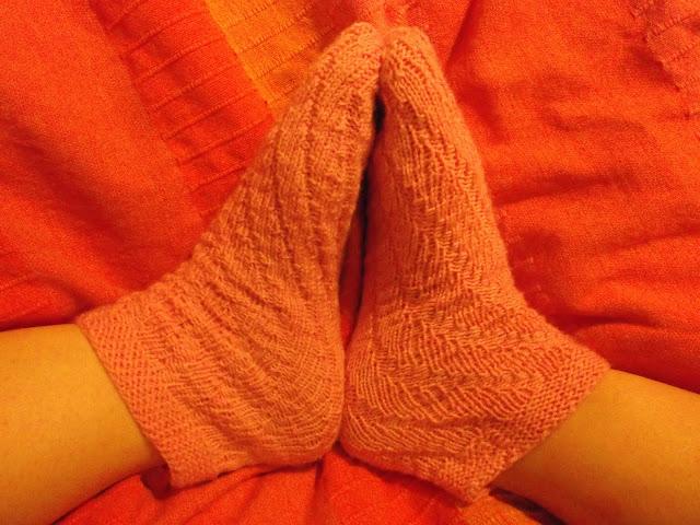sukat yöksi jalkaan