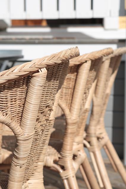 Studio karin korgstolar ute p altanen for Ikea kolonialstil
