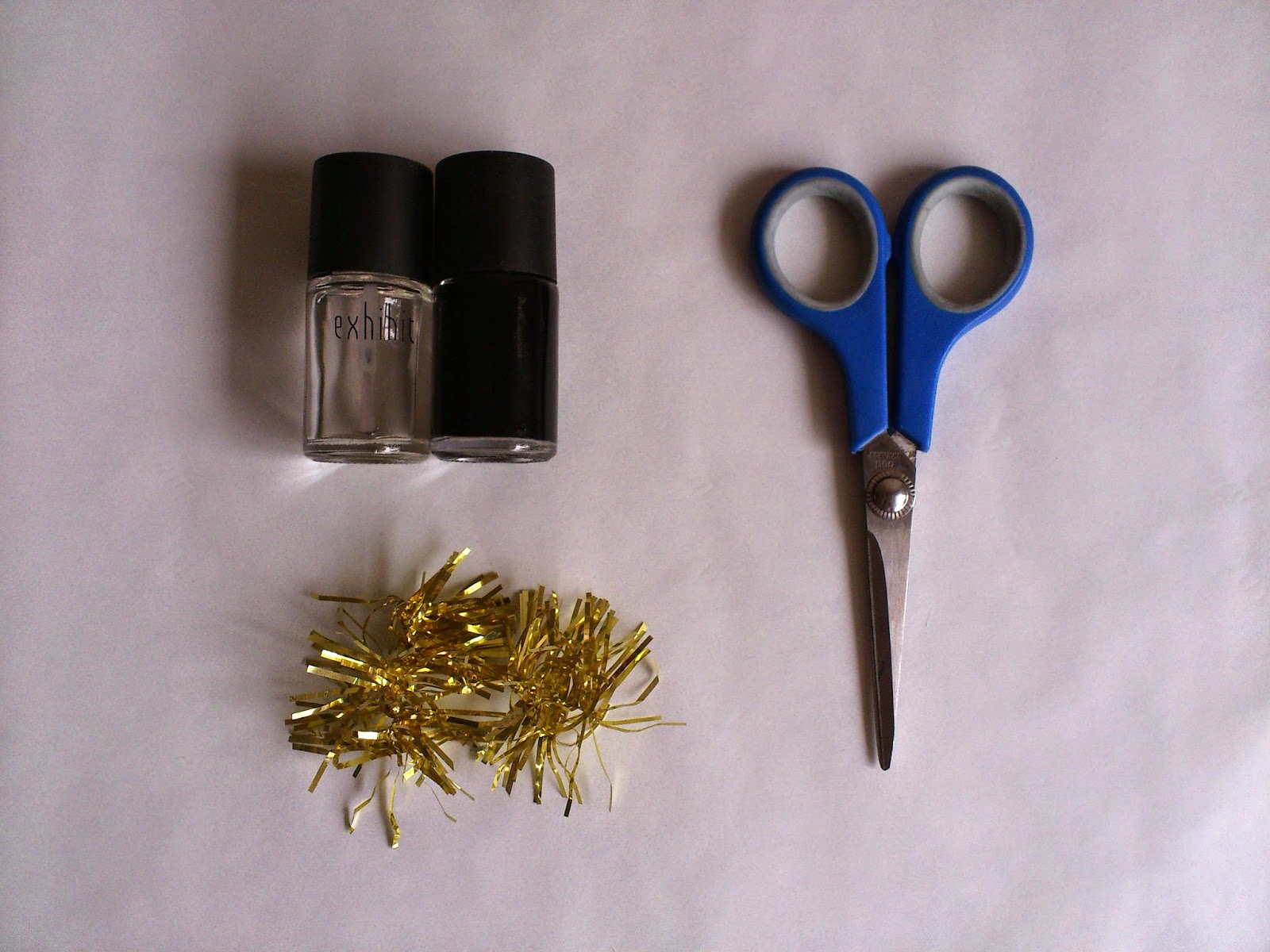 DIY Christmas Tinsel Nails