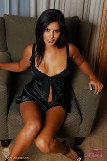 Porn star Sunny Leone in Black Dress - Sunny Leone Unseen Photo
