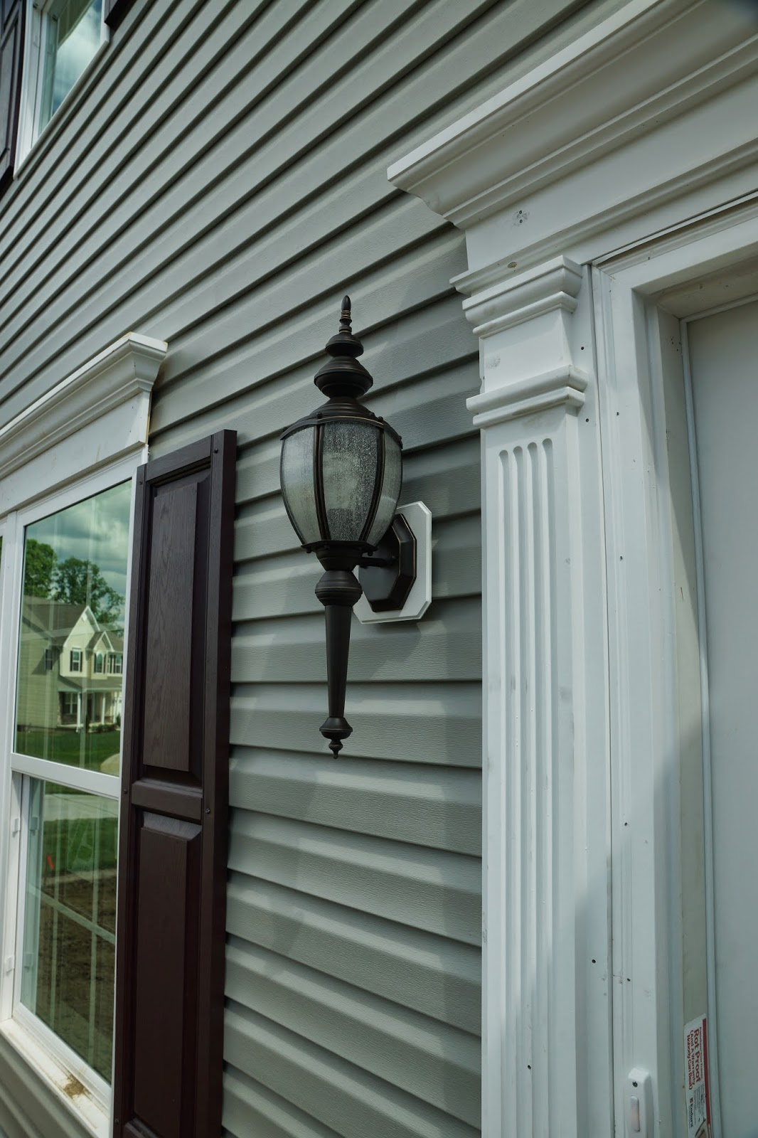 A picture of the front door light fixture.
