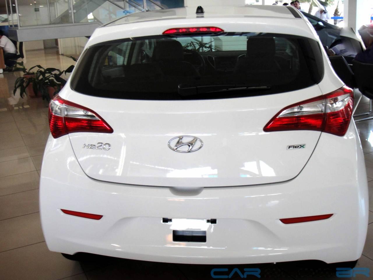 Hyundai HB20 x Volkswagen up! - painel