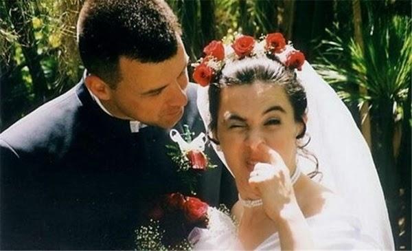 أطرف صور العروسين في حفلات الزفاف  Funny-wedding-photos-28
