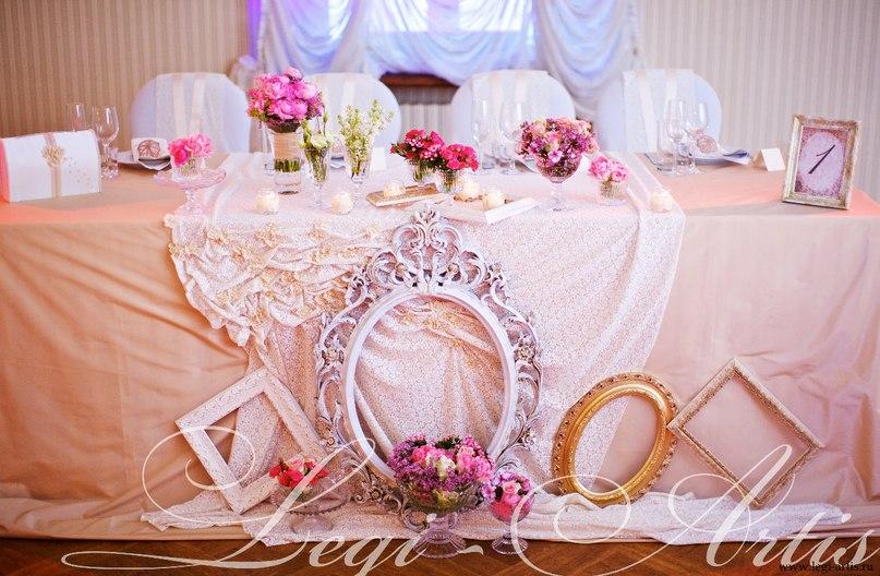 Под столом на свадьбе