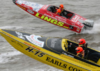 2 Power Boats Racing