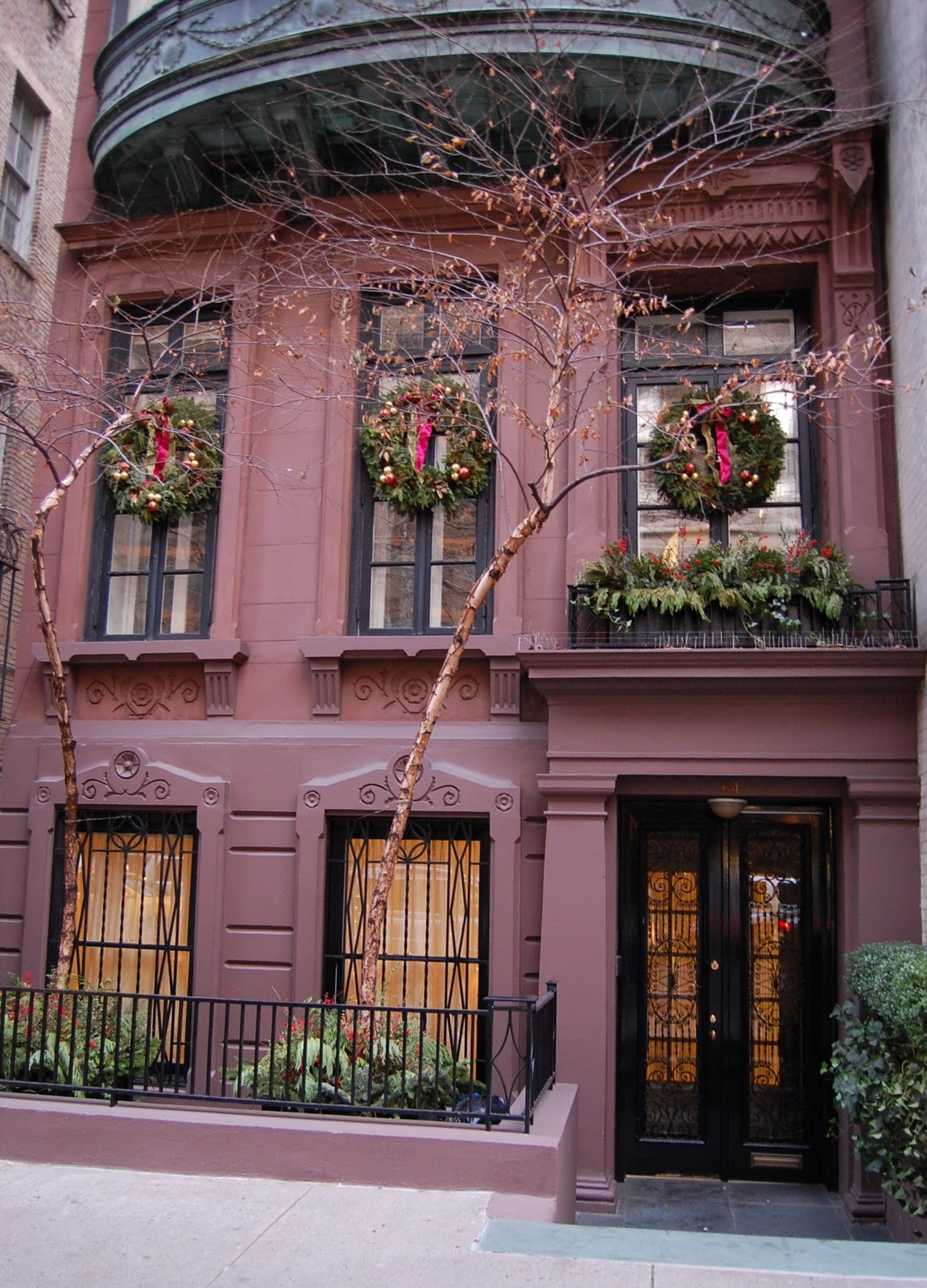 Of Course You Know I Have A Thing For Townhouses So Let S Do Little Dreaming How We D Decorate The Holidays If Had Our Own