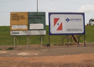 Desmatamento na Amazônia: Em várias áreas, as placas anunciam grandes obras industriais. Foto de Felipe Milanez