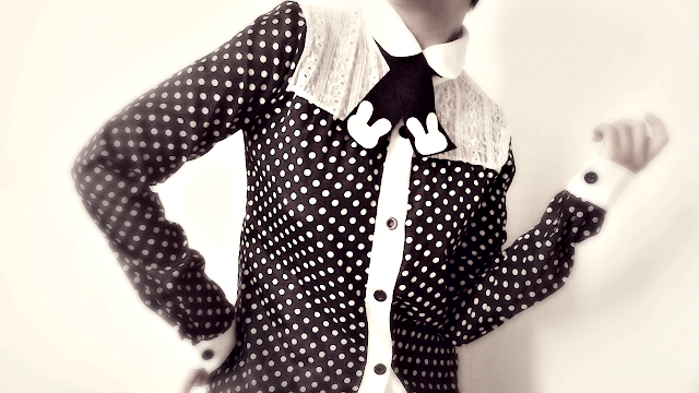 felt necktie,polka dot blouse, outfit idea, lace top,black top
