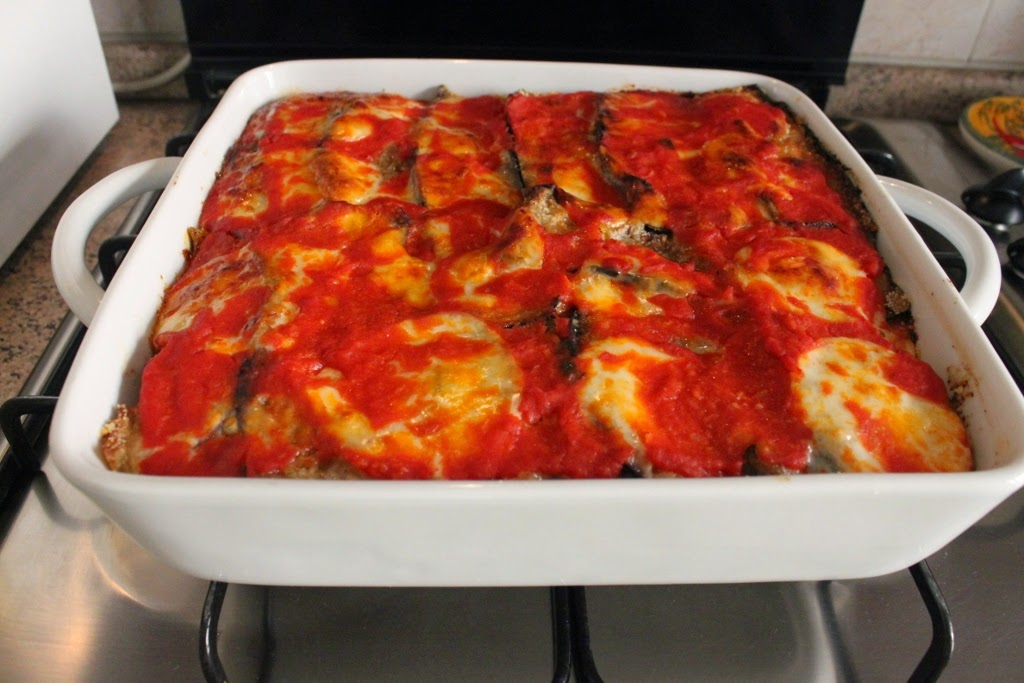 The Chef Mama Isa teaches how to make Eggplant Parmigiana - Aubergine Parmigiana