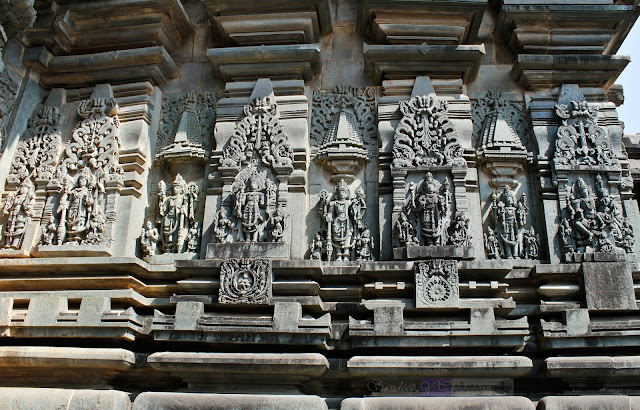 Sculptures on the walls of Chennakeshava temple