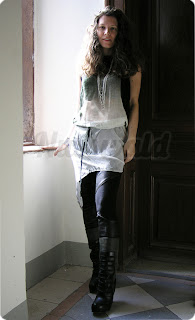 Lederhose und Seidenkleid