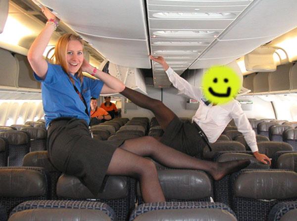 Пассажиры трахают стюардесс
