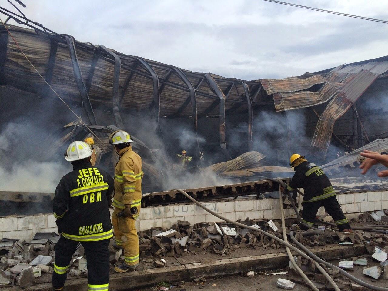 Aparatoso Incendio En Bodega De Muebles Excell Cortando Por Lozano # Muebles Excell Aguascalientes