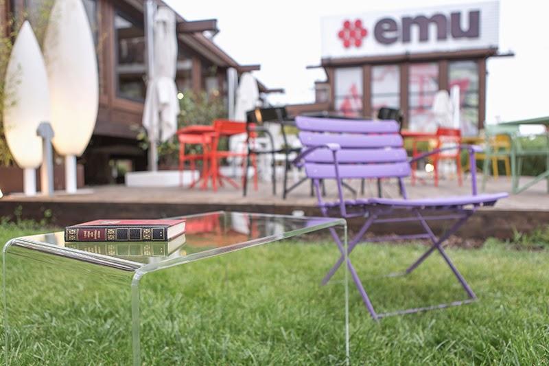 tavolino a ponte in plexiglass per esterno