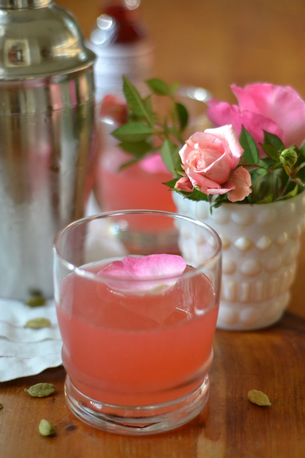 It 39 s 5 o 39 clock somewhere friday the cardamom rose for Cocktail rose