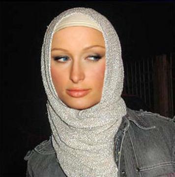 Artis Terkenal, Paris Hilton Masuk Islam?