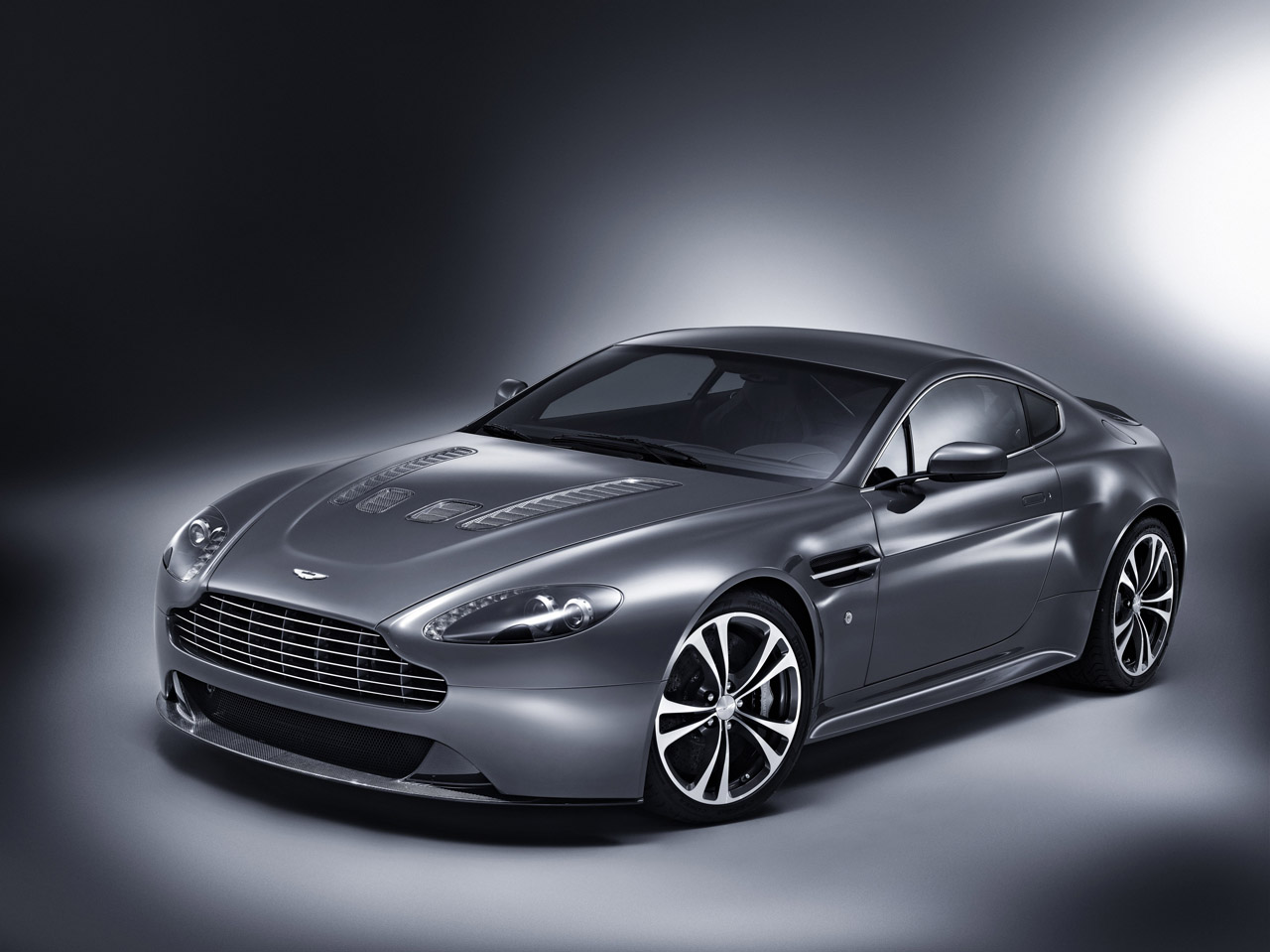 aston martin v8 car sports car racing car luxury sports cars indian car. Black Bedroom Furniture Sets. Home Design Ideas